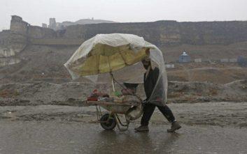 Τουλάχιστον 20 νεκροί από τις σαρωτικές πλημμύρες