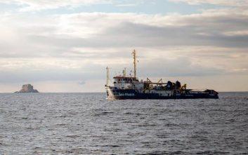 Το Πολεμικό Ναυτικό της Μάλτας πήρε τον έλεγχο πλοίου που είχαν καταλάβει μετανάστες
