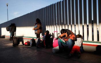 Έριξαν σπρέι πιπεριού κατά μεταναστών στα σύνορα ΗΠΑ- Μεξικού