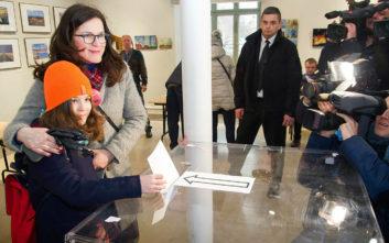 Εξελέγη η διάδοχος του δολοφονημένου δημάρχου του Γκναντσκ στην Πολωνία