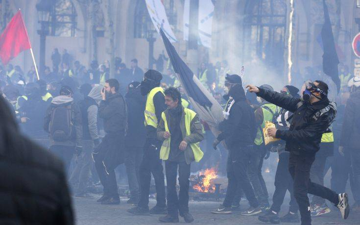 Απαγορευμένα «κίτρινα γιλέκα» σήμερα στη Γαλλία
