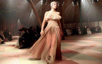 Εντυπωσιακό το πρώτο ντεφιλέ το Dior στο Ντουμπάι