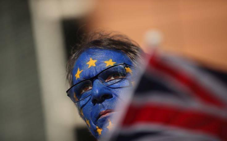 Εκστρατεία με 780.000 υπογραφές για ακύρωση του Brexit και παραμονή στην ΕΕ