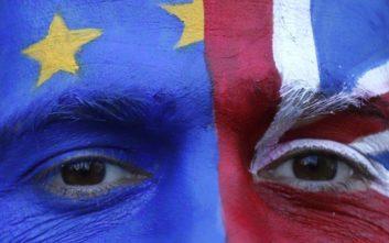 Η επισήμανση με νόημα του Γιούνκερ στον Τζόνσον για το Brexit