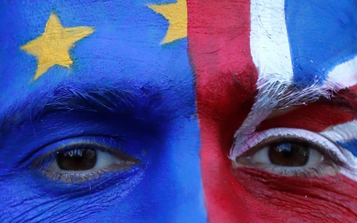 Πόσα δισ. ευρώ θα χάσει η Βρετανία στην περίπτωση άτακτου Brexit