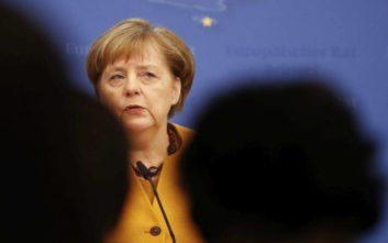 Θετικά αποτιμά η Μέρκελ το πρόγραμμα της κυβέρνησης, παραπέμπει στο Eurogroup για το χρέος