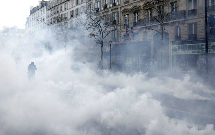 Δακρυγόνα κατά των «κίτρινων γιλέκων» στο Παρίσι