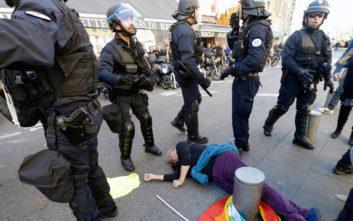 Το σχόλιο του Μακρόν για τραυματισμένη διαδηλώτρια που προκάλεσε οργή