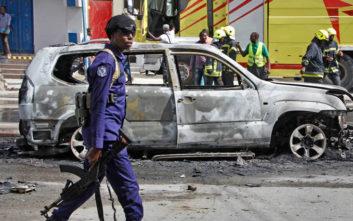 Έκρηξη αυτοκινήτου σκόρπισε τον θάνατο στη Σομαλία