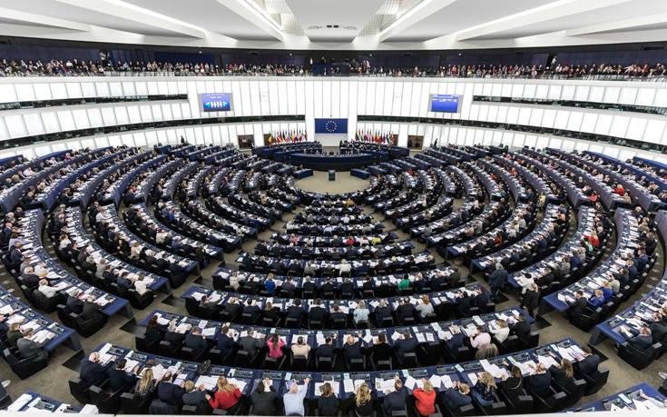 «Η γαλλογερμανική διαμάχη απειλεί την ευρωπαϊκή σύνοδο κορυφής»