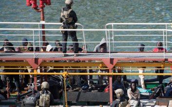 Στη Βαλέτα έφτασε το δεξαμενόπλοιο Elhiblu 1 που είχαν καταλάβει μετανάστες
