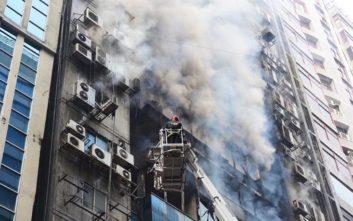 Τουλάχιστον 5 νεκροί από την πυρκαγιά σε πολυώροφο κτίριο στο Μπανγκλαντές
