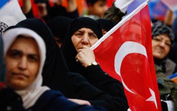 Η τουρκική λίρα συνεχίζει την πτωτική της πορεία