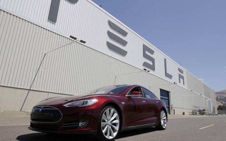 Οι απουσίες εργατών στο εργοστάσιο της Tesla τριπλασιάστηκαν το 2018