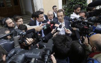 Ιταλός πολιτικός πολέμιος των εμβολιασμών κόλλησε ανεμοβλογιά