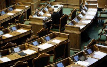 Ζήτησαν από βουλευτή στη Δανία να απομακρύνει το μωρό της από την αίθουσα της Βουλής