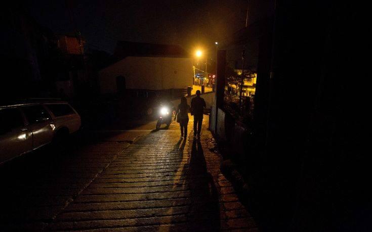 Στο σκοτάδι βυθίστηκε η Βενεζουέλα