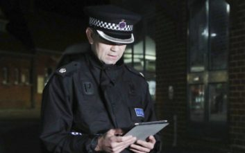 Χαρακτηριστικά ακροδεξιάς τρομοκρατίας έχει η επίθεση που δέχτηκε 19χρονος στη Βρετανία
