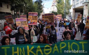 Σε εξέλιξη η πορεία προς τη Βουλή για την Παγκόσμια Ημέρα της Γυναίκας