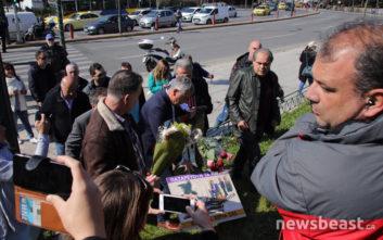 Λουλούδια στο άγαλμα του «Δρομέα» κατέθεσαν μέλη της ΠΟΕΔΗΝ