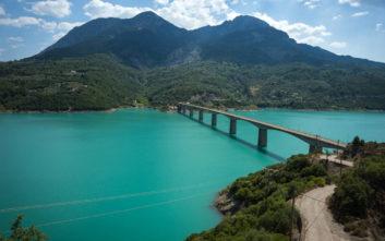 Απέραντη ομορφιά στη μεγαλύτερη τεχνητή λίμνη της Ελλάδας