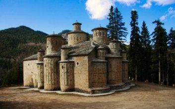 Ο ναός με την ιδιαίτερη αρχιτεκτονική και τους πολλούς τρούλους