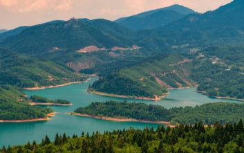 Η ανοιξιάτικη λίμνη Πλαστήρα
