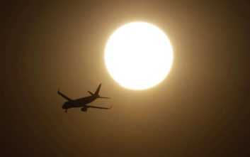 Αεροπλάνο γύρισε πίσω γιατί επιβάτης είχε ξεχάσει το μωρό της στο αεροδρόμιο