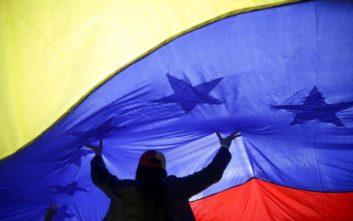 Βενεζουέλα: Πρώτο τετ-α-τετ αντιπροσώπων Μαδούρο και Γκουαϊδό την επόμενη εβδομάδα