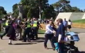 Γιουχαϊσματα και μπουκάλια κατά του Γιώργου Βαρεμένου στη Μελβούρνη