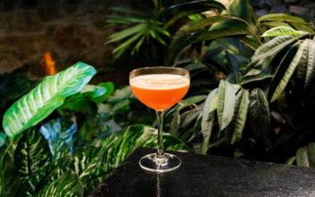 Τέλεια μπαράκια με εξωτερικούς χώρους για καλοκαιρινά cocktails