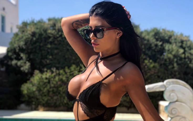 Η σέξι Ελληνίδα σχεδιάστρια