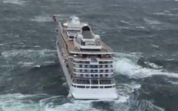 Μαραθώνια η επιχείρηση για την εκκένωση του κρουαζιερόπλοιου με τους 1.300 επιβάτες