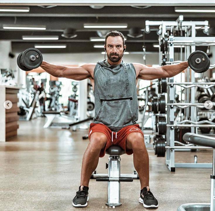 «Λιώνει» στο γυμναστήριο ο Σάκης Τανιμανίδης – Newsbeast