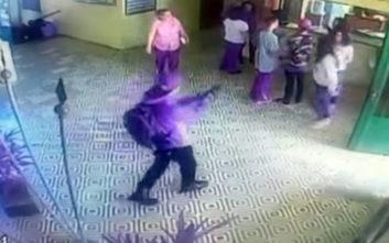 Η στιγμή που ο ένοπλος ανοίγει πυρ μέσα στο δημοτικό σχολείο στη Βραζιλία