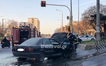 Αυτοκίνητο άρπαξε φωτιά εν κινήσει στη Θεσσαλονίκη