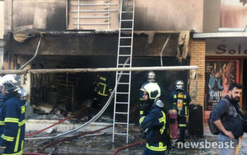 Φωτογραφίες από την πυρκαγιά σε κατάστημα παιχνιδιών στο Χαλάνδρι
