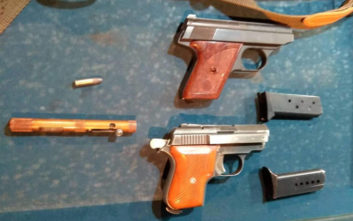 Ολόκληρο «οπλοστάσιο» βρέθηκε σε σπίτι άνδρα στον Ασπρόπυργο