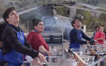Αλεξιπτωτιστές πέφτουν από τον ουρανό και αιφνιδιάζουν τους παίκτες του MasterChef