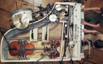 Πήραν το παλιό πιάνο και το μετέτρεψαν σε ορχήστρα 20 οργάνων