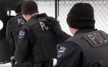 Αστυνομικοί επιδίδονται σε έναν διαφορετικό «πόλεμο»