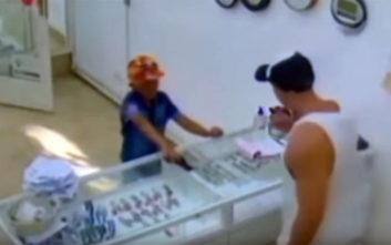 Εννιάχρονος προσπάθησε να ληστέψει μαγαζί με ψεύτικο όπλο