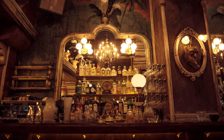 Τέσσερα στέκια με εντυπωσιακές μπάρες για να πιείτε το ποτό σας στο κέντρο – Newsbeast