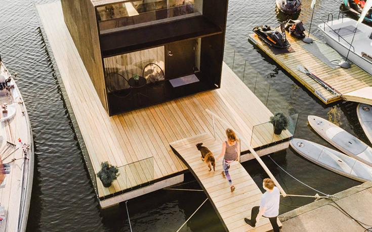 Ένα μικρό αλλά ευρύχωρο σπίτι στο… νερό