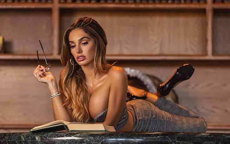 Σέξι καυτό κορίτσι γυμνό φωτογραφία