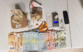 Έμπορος ναρκωτικών και πελάτης πιάστηκαν κατά τη δοσοληψία