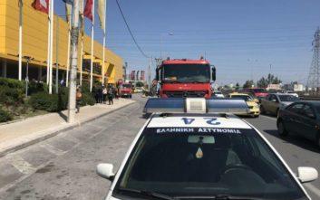 Φωτιά σε αυτοκίνητο σε πάρκινγκ πολυκαταστήματος στον Κηφισό