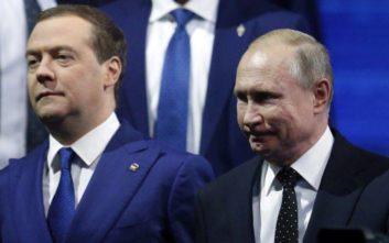 Η πλειοψηφία των Ρώσων εγκρίνει το έργο του Πούτιν, αλλά όχι του Μεντβέντεφ