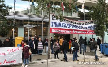 Συγκέντρωση διαμαρτυρίας έξω από τον χώρο όπου διεξάγεται το συνέδριο των ιδιωτικών υπαλλήλων