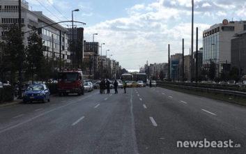 Κίνδυνος να πέσει πινακίδα στη Συγγρού, γίνεται εκτροπή κυκλοφορίας